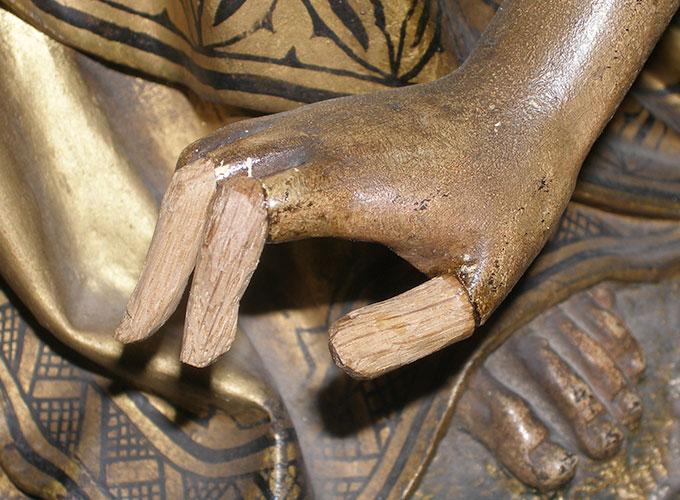 fijnhoutbewerking en restauratie van een houten figuur